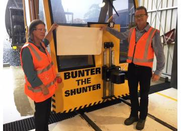 New Name for TasRail's Electric Shunter Unveiled